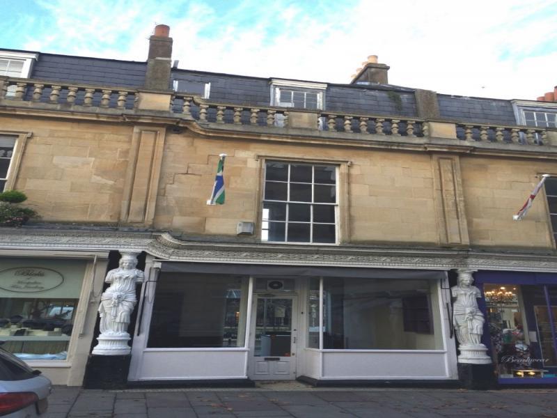 Shop to rent 4 montpellier walk cheltenham for Door 4 montpellier walk