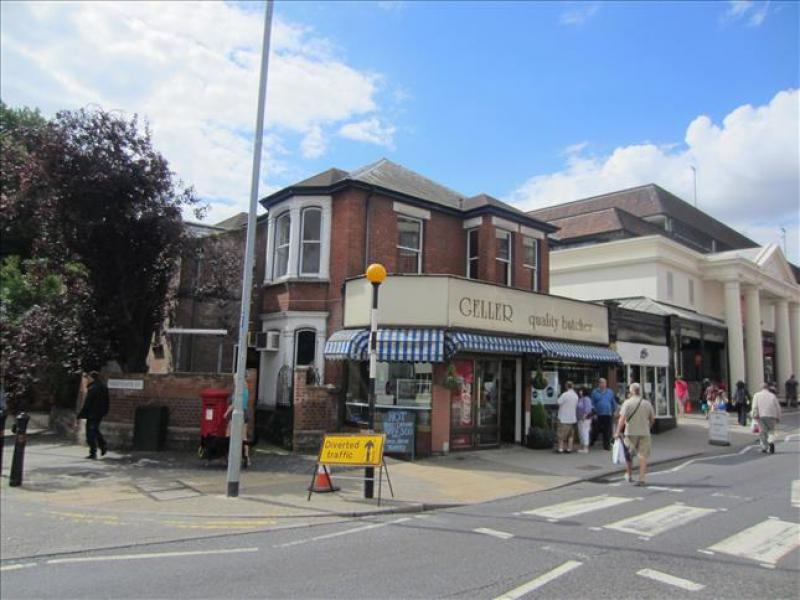 shop to rent   26 st johns street colchester co2 7an